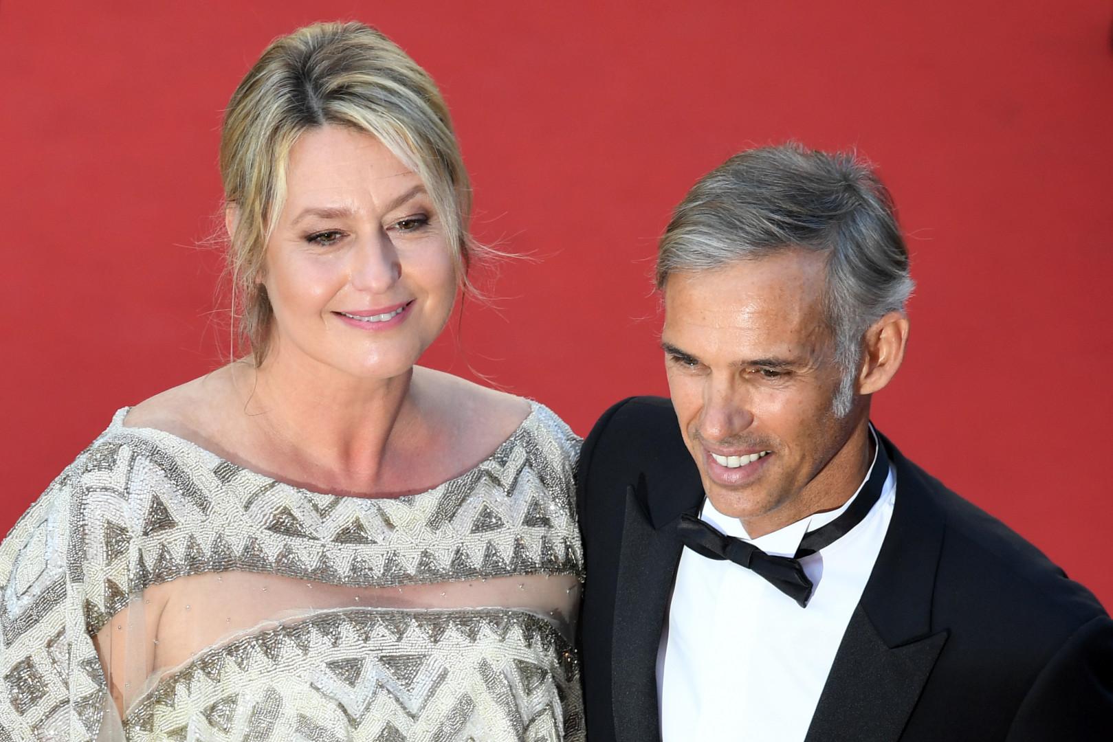 Paul Belmondo et sa femme, Luana Tenca, lors de la cérémonie de clôture du 70e Festival de Cannes