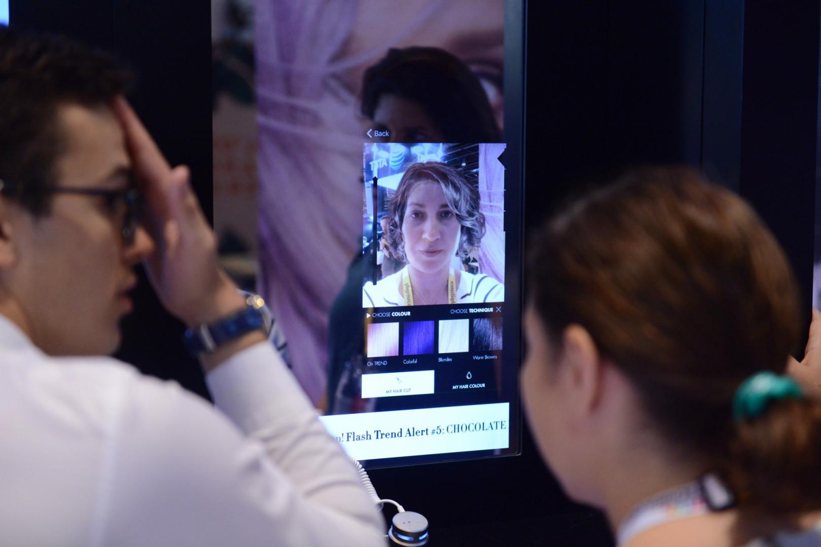 """L'application """"Style My Hair"""" permet de visualiser à partir d'une seule photo de nouvelles couleurs et coupes de cheveux"""