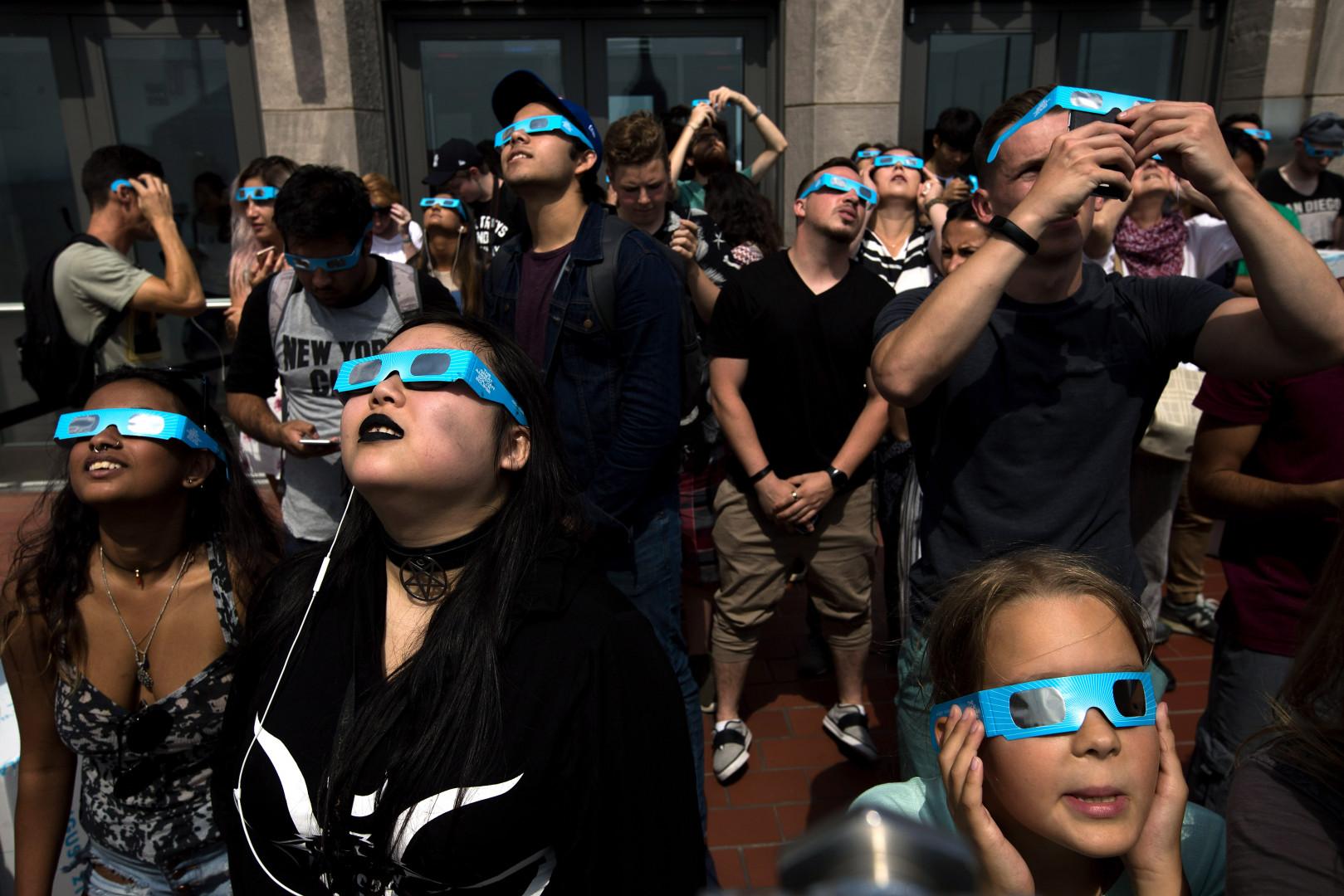 Il fallait s'équiper de lunettes pour se protéger les yeux lors de l'éclipse solaire.