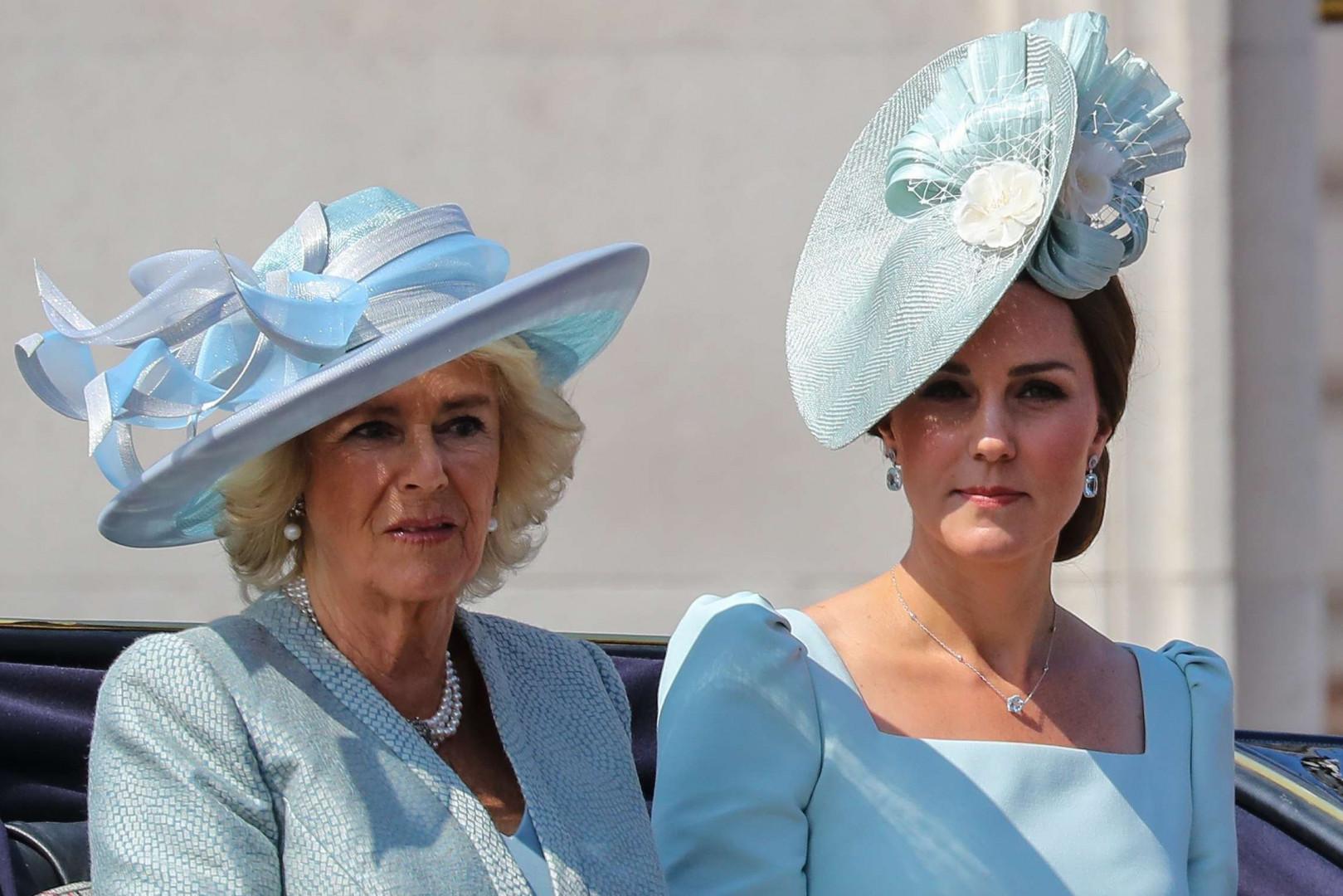 """Camilla la duchesse de Cornouailles et Kate la duchesse de Cambridge lors du """"Tropping the Colour"""", le 9 juin 2018"""