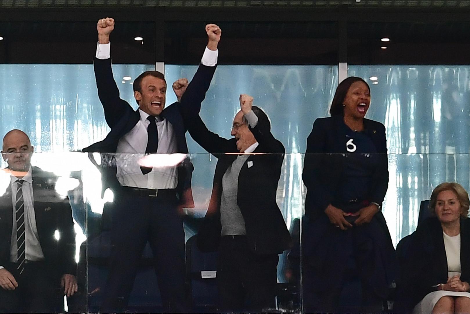 Emmanuel Macron exulte au coup de sifflet final de France-Belgique qui porte la France en finale de la Coupe du Monde, mardi 10 juillet 2018