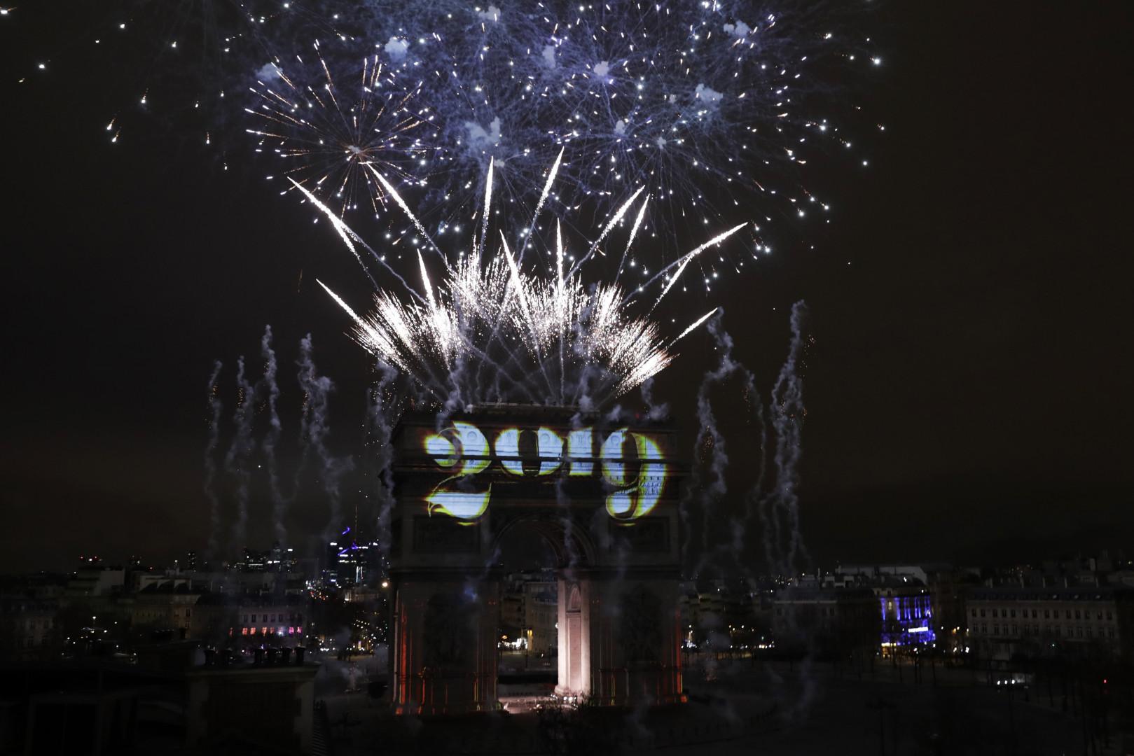 Le passage à 2019 a eu lieu à l'Arc de Triomphe à Paris