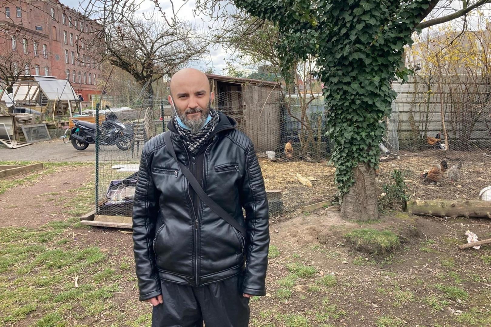 Mathieu Drobinoa, un des habitants du quartier, il a participé au montage des jardins partagés.