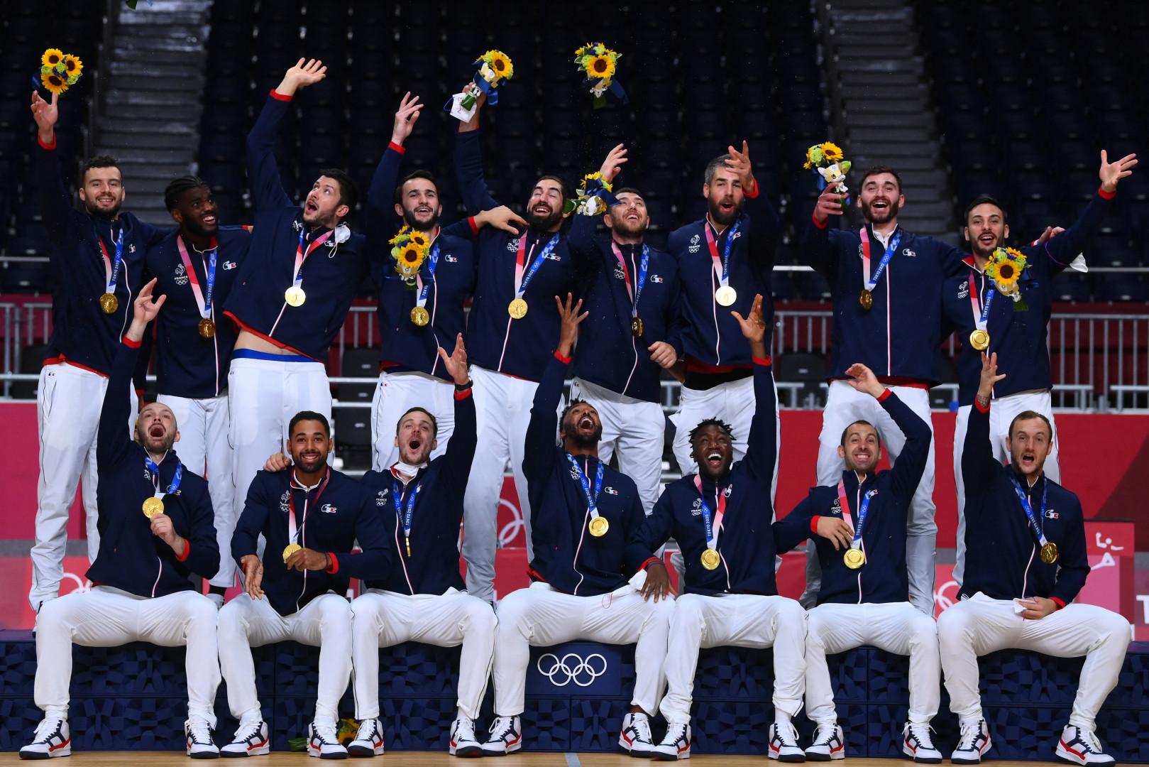 Les handballeurs français reprennent leur titre à Tokyo le 7 août 2021.