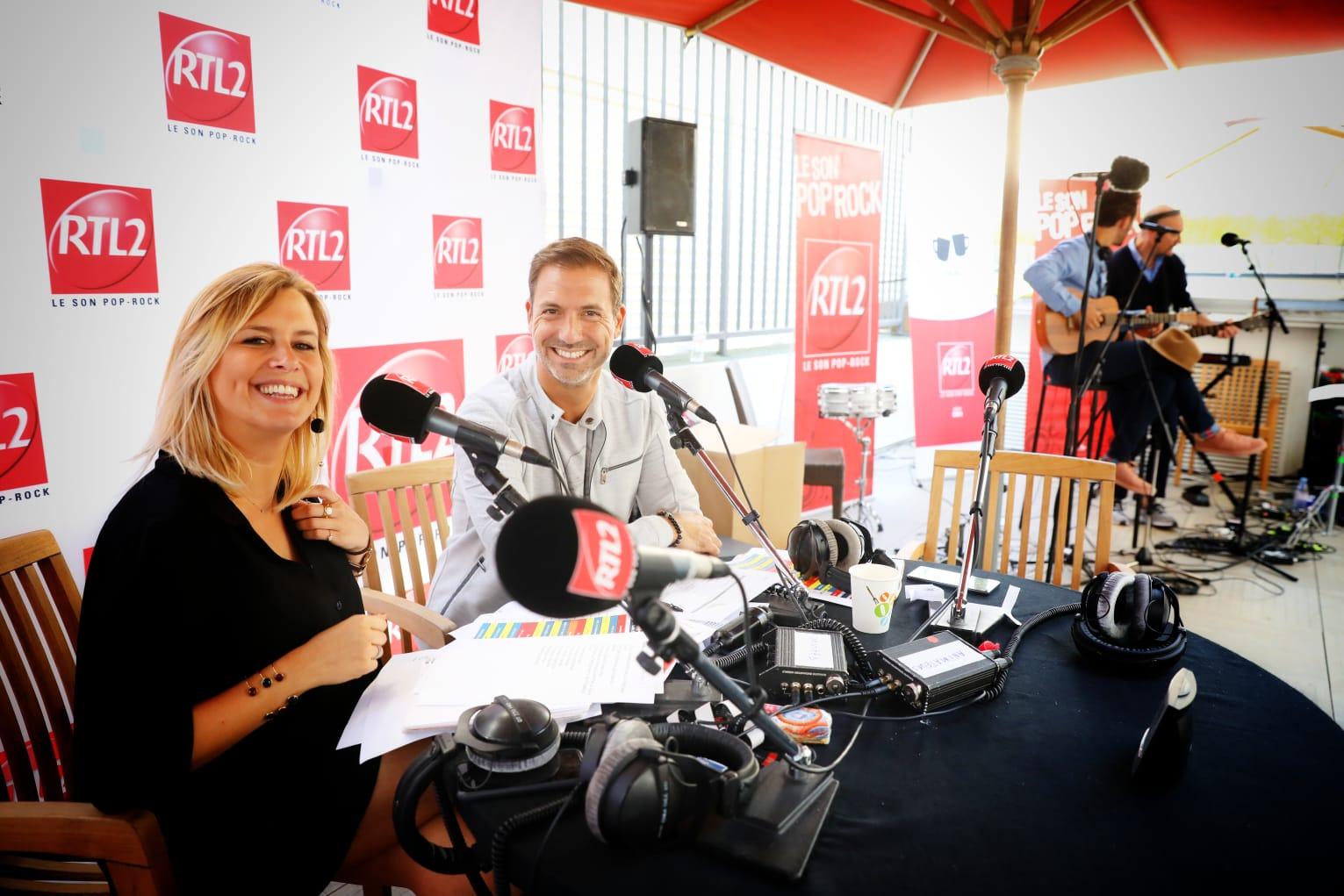 Justine Salmon et Grégory Ascher sur la terrasse de RTL2