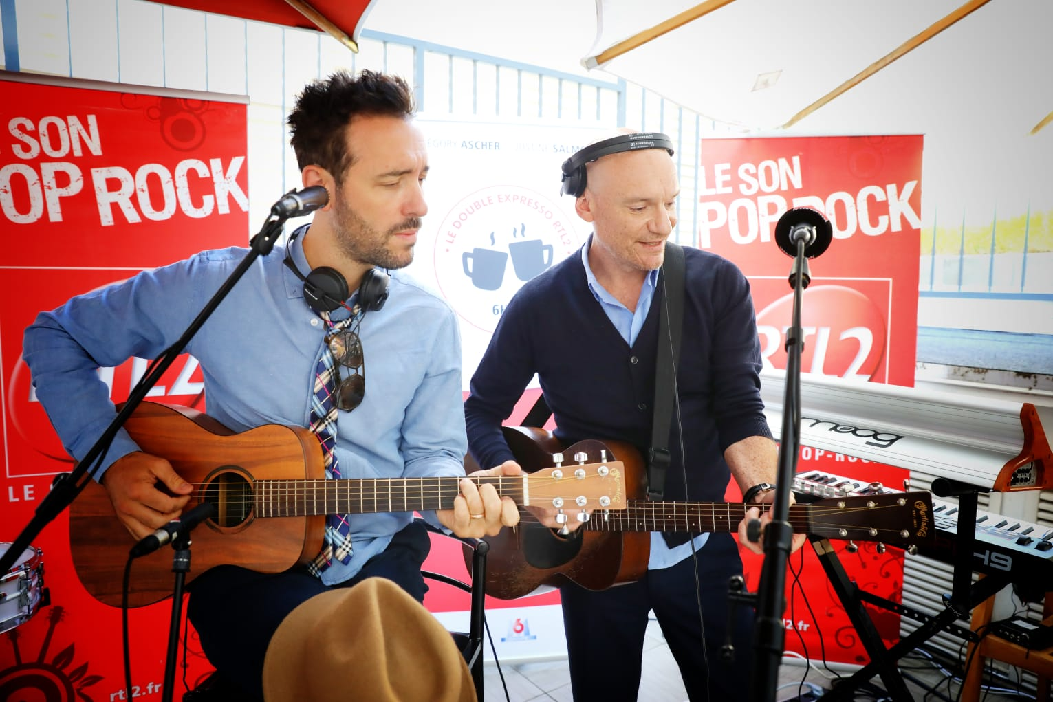 Charlie Winston et Gaëtan Roussel sur la terrasse de RTL2
