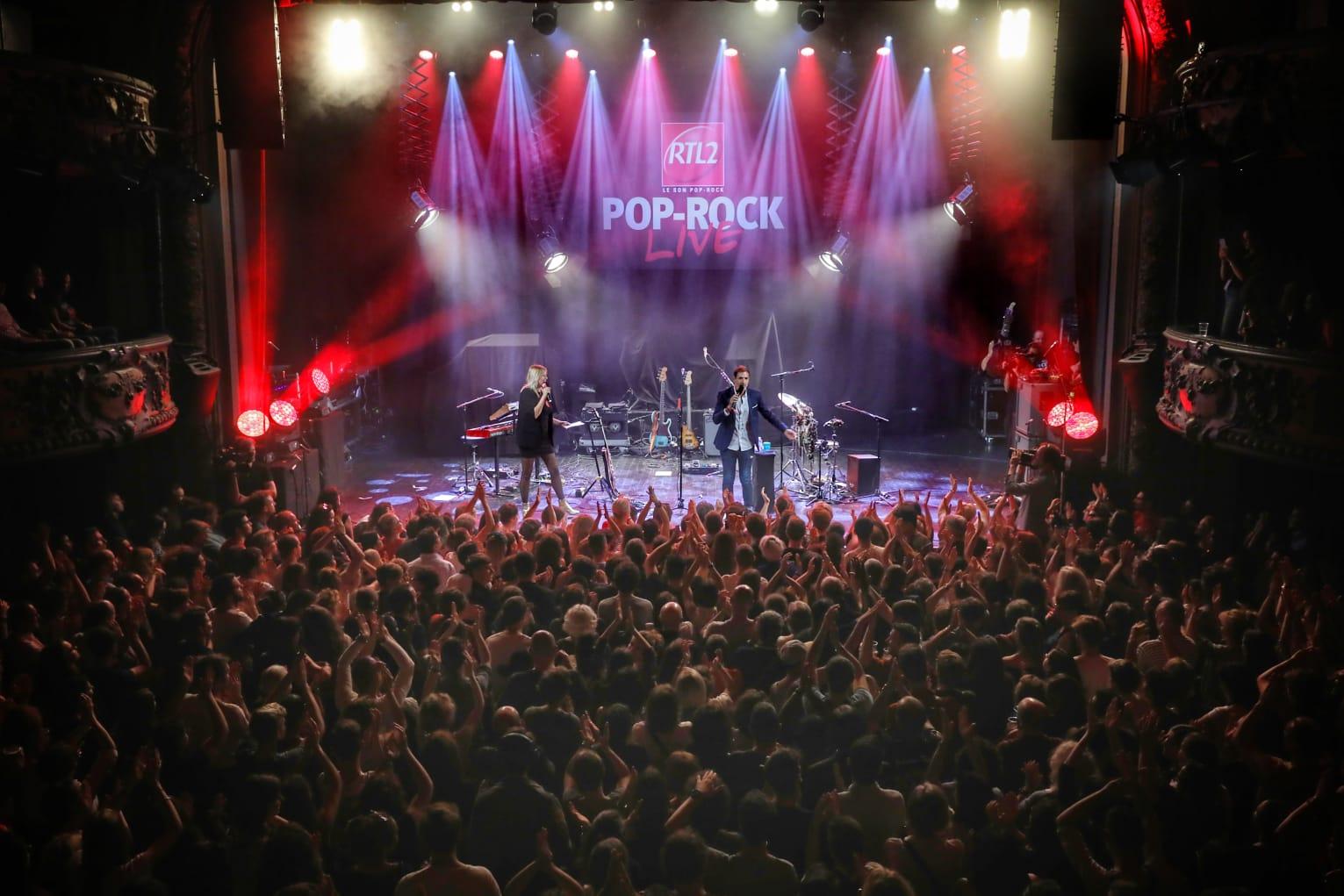 Justine Salmon et Grégory Ascher sur la scène du RTL2 Pop-Rock Live au Trianon