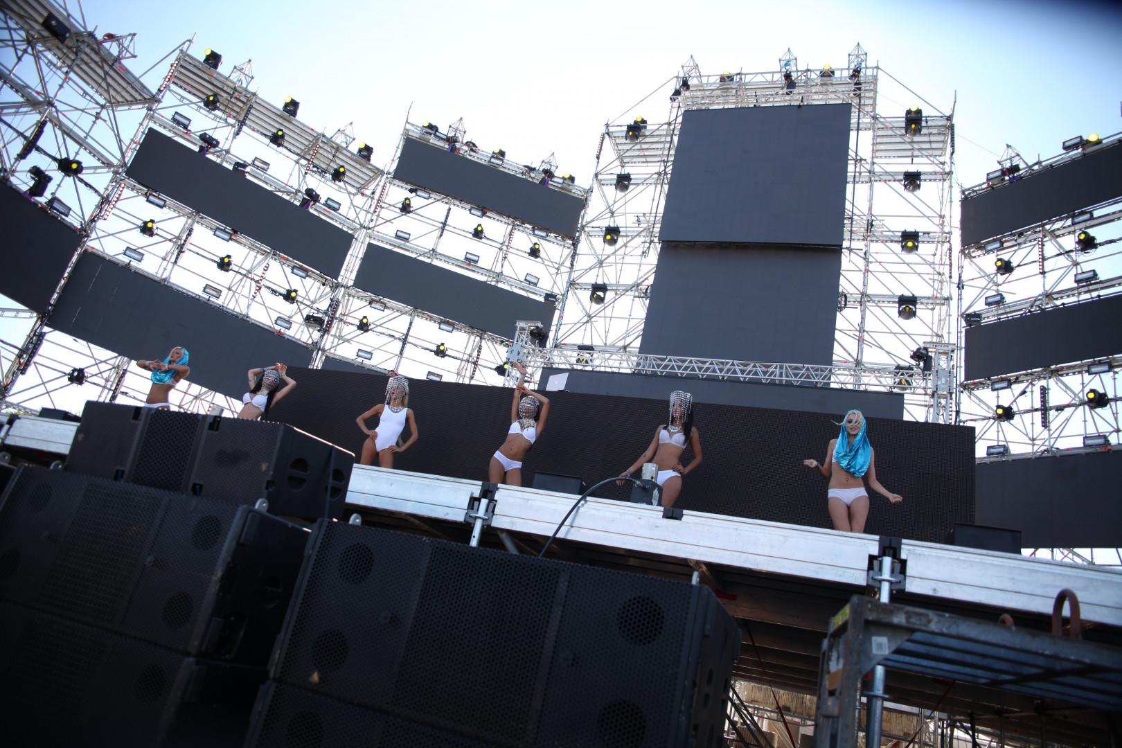Des danseuses sur la scène de l'EMF en 2014