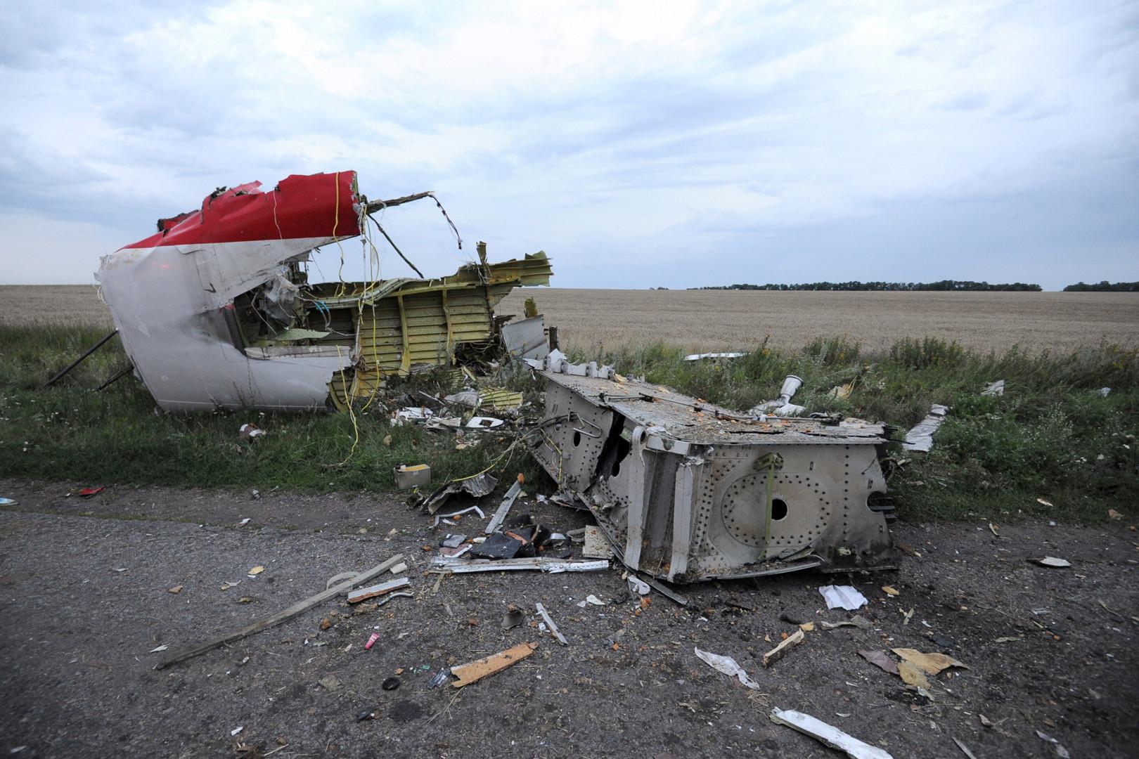 Des débris ont été retrouvés dans les champs et sur les routes aux alentours