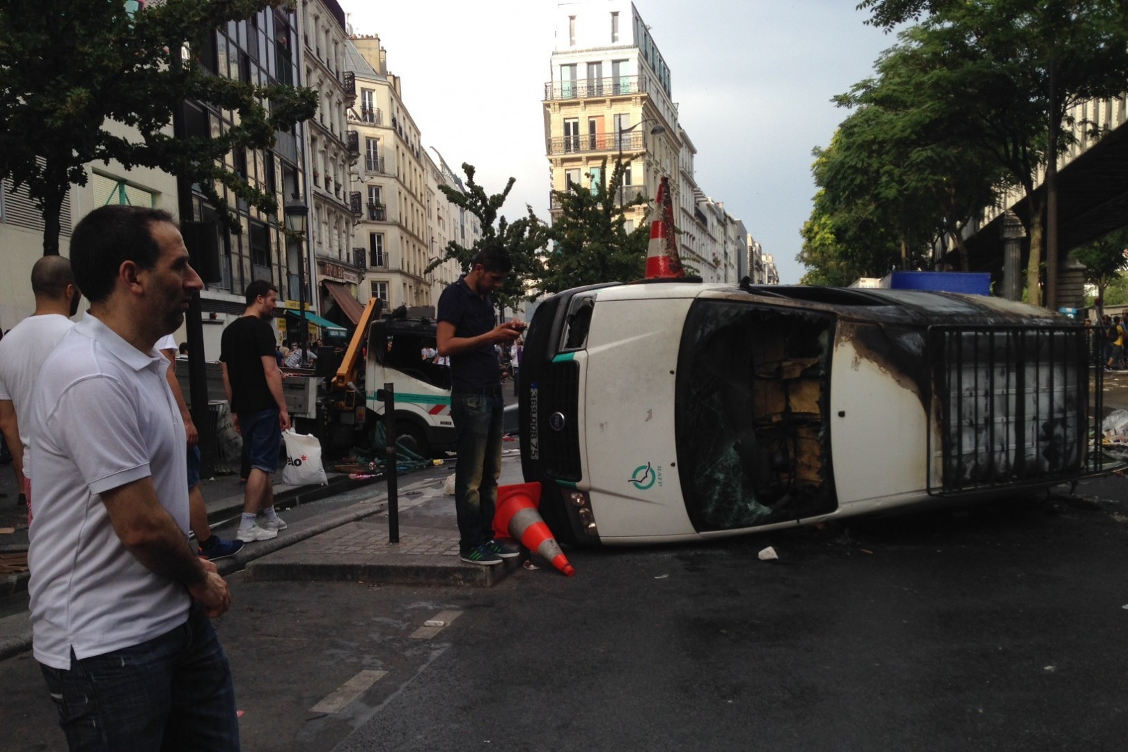 Deux véhicules de la RATP ont été incendiés.