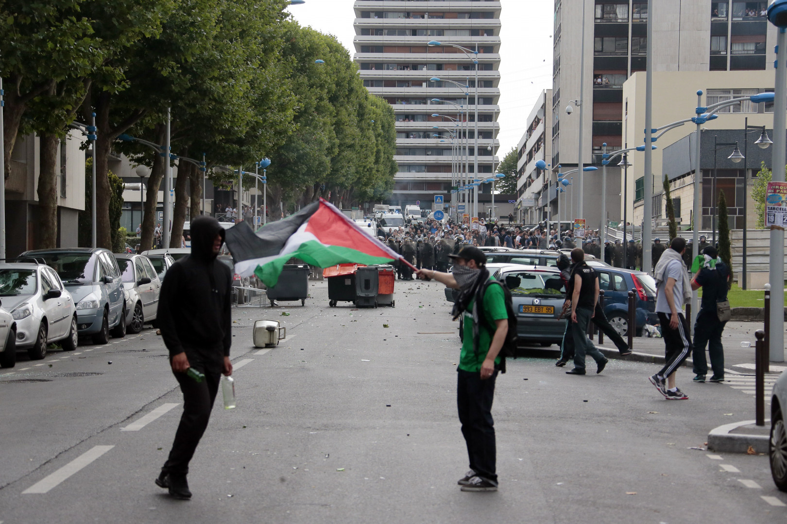 Des manifestant pro-palestiniens ont renversé des poubelles, à Sarcelles, le 20 juillet 2014.