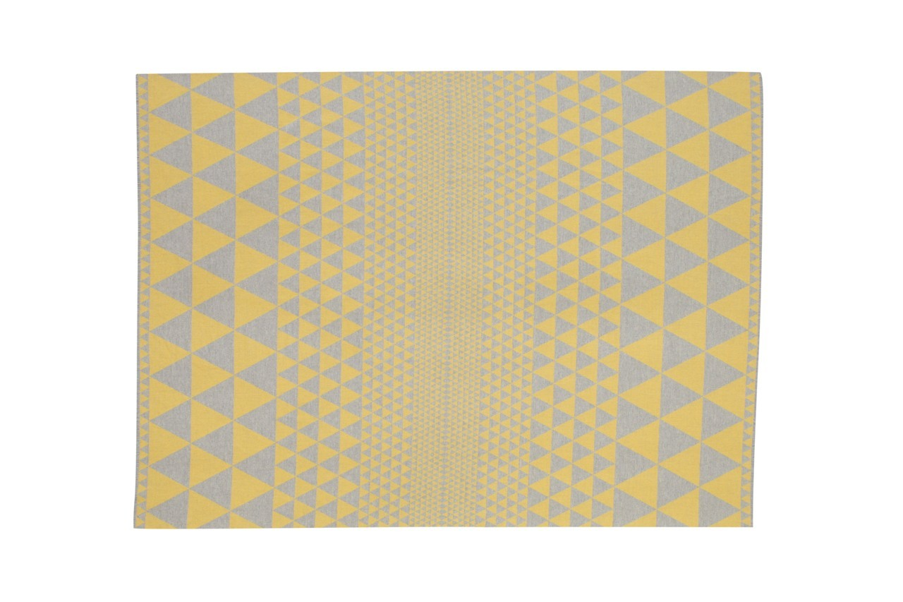 Enveloppez-vous de douceur avec ce plaid 100% laine Mérinos. Plaid Isoceles, Niki Jones, 239 €
