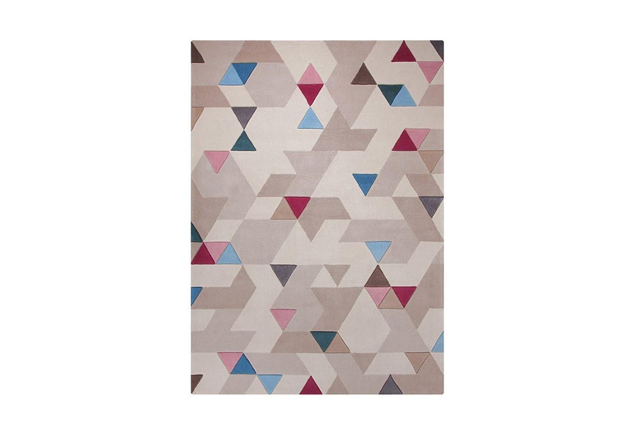 Habillez votre salon avec ce tapis aux couleurs douces. Tapis triangles multicolores, Esprit Home, Delamaison.fr, 329 €