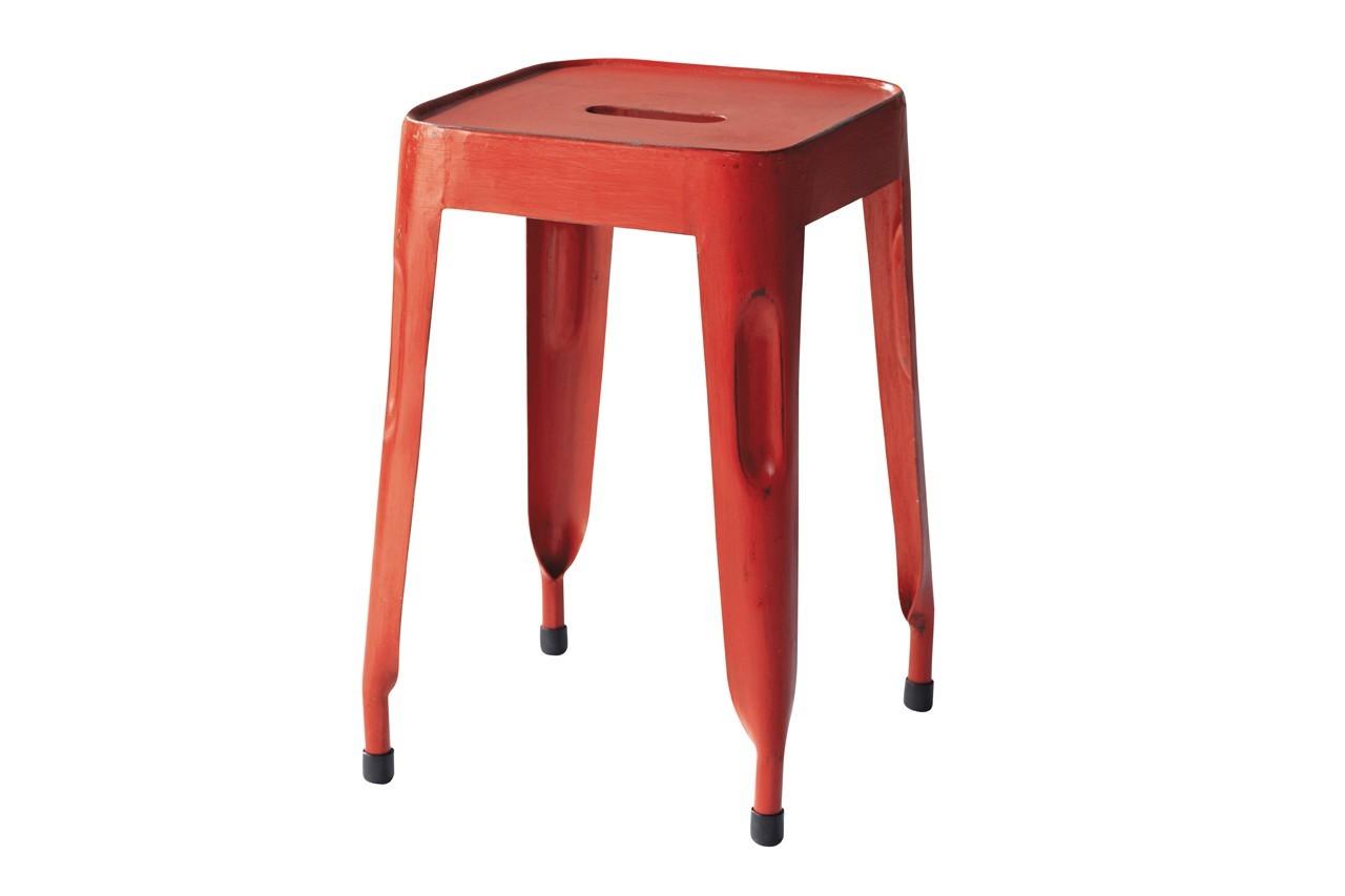 Ce tabouret rouge va égayer la déco. Tabouret Indus Jim, Maisons du Monde, 39,99 €