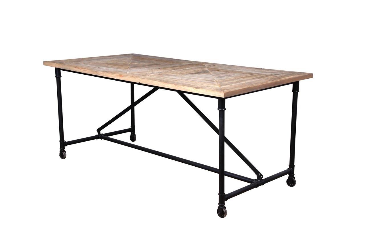 Cette grande table sera idéale pour recevoir ses invités. Table Antik, De la Maison, 599 €