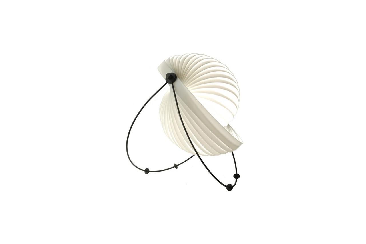 Choisissez la direction et l'intensité de la lumière grâce à cet abat-jour pliable. Lampe Eclipse, Objekto, Uaredesign, 98 €