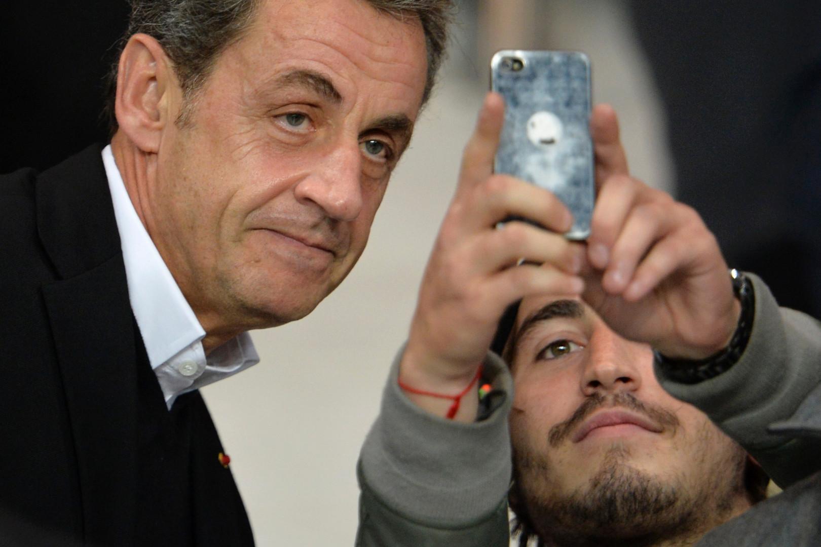 ... quand il n'est pas occupé à prendre des selfies avec les supporters