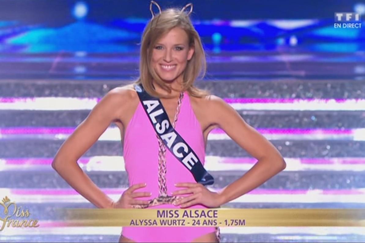Miss Alsace en maillot de bain sur la scène du Zénith d'Orléans
