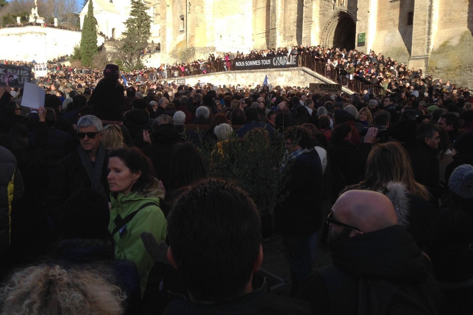 Beaucoup de monde dans le rassemblement à Avignon