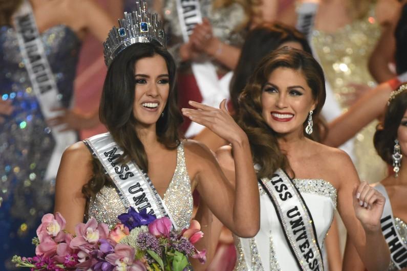 Paulina Vega émue aux larmes lors de son couronnement