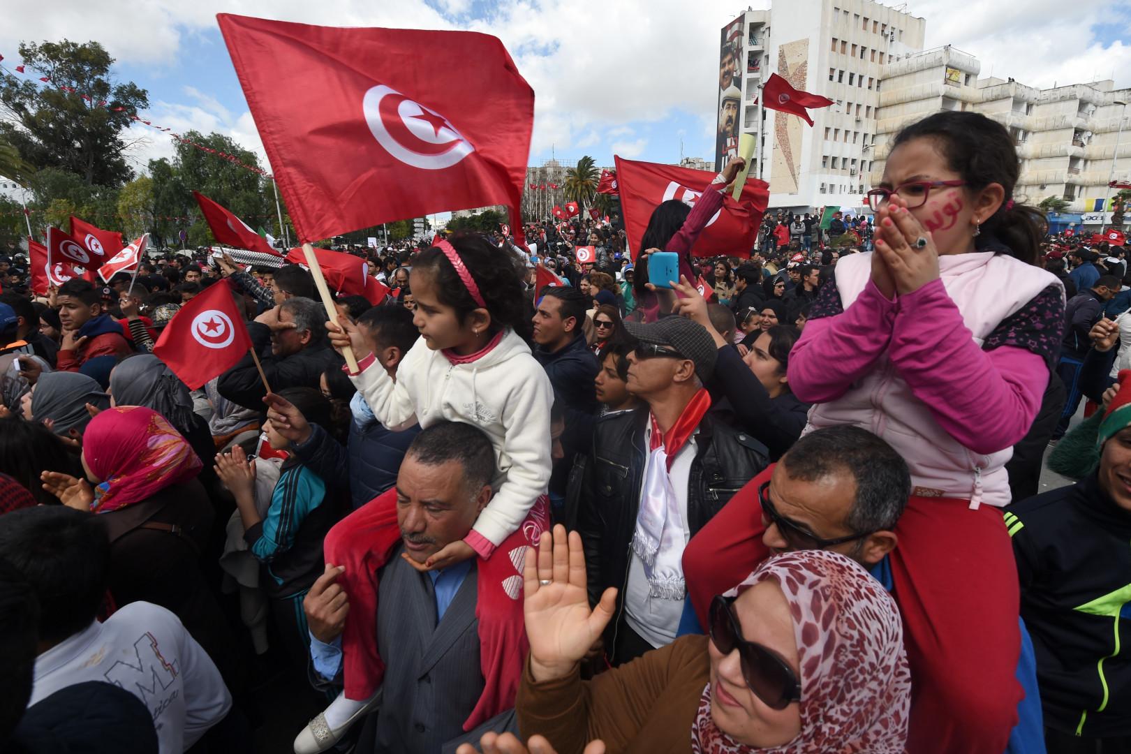 Les Tunisiens manifestent contre le terrorisme dans la capitale