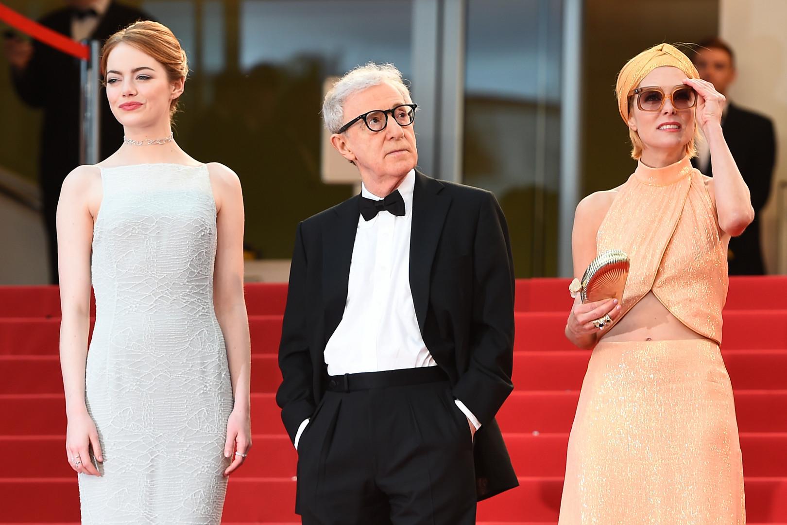 Woody Allen entouré des actrices Emma Stone et Parker Posey