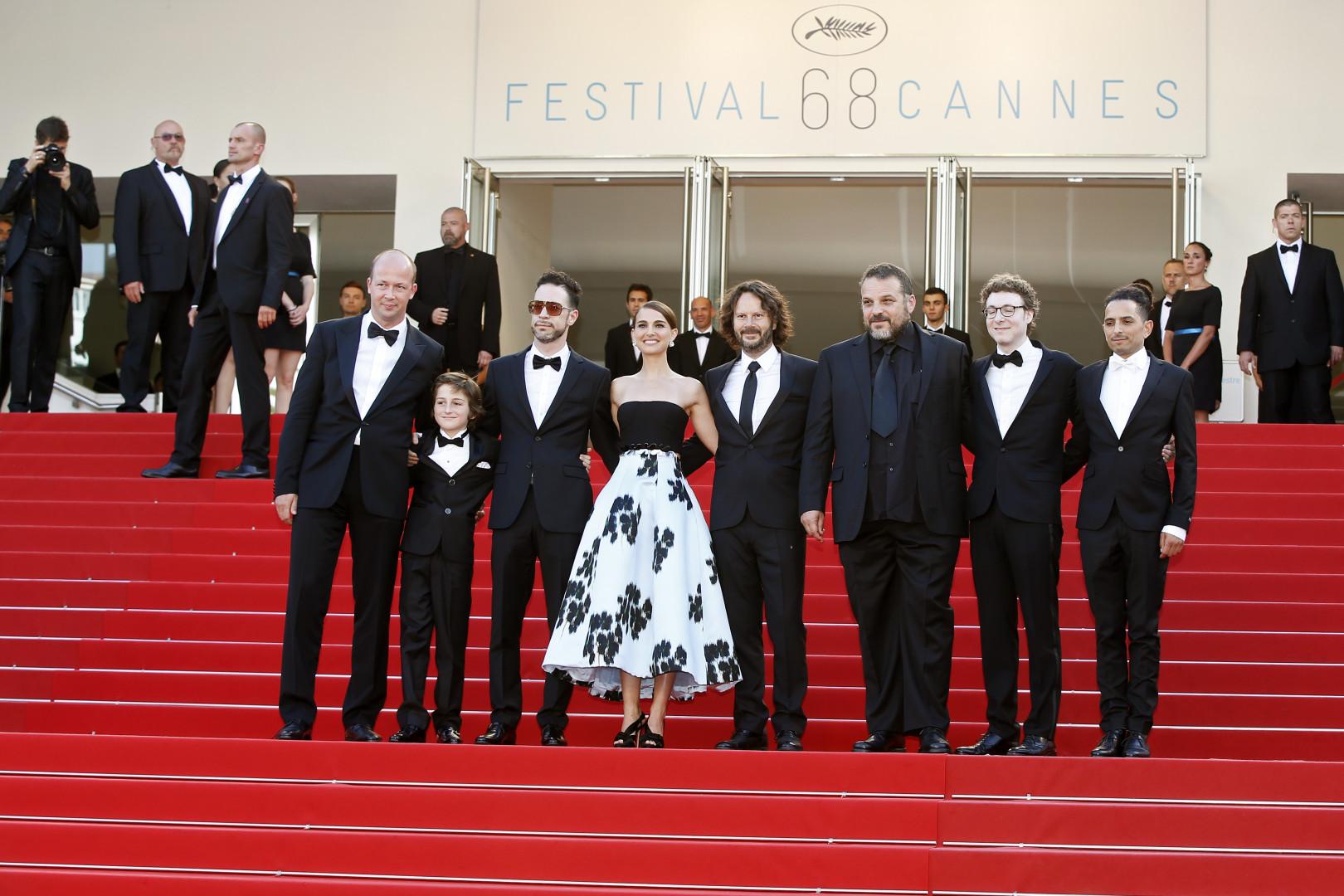 """L'équipe de """"Tale of Love and Darkness"""" de Natalie Portman a monté les marches"""