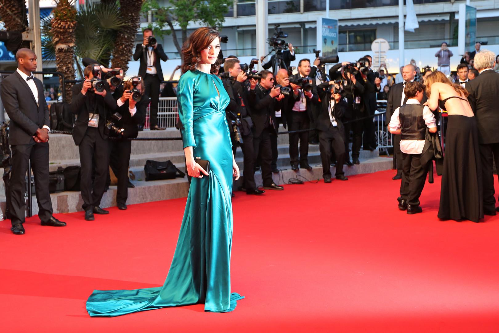 Rachel Weisz et sa robe ne sont pas passées inaperçues sur le tapis rouge de Cannes le 20 mai