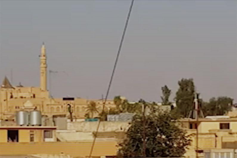La mosquée qui trônait sur la tombe de Jonas à Mossoul, juste avant sa destruction en juillet 2014
