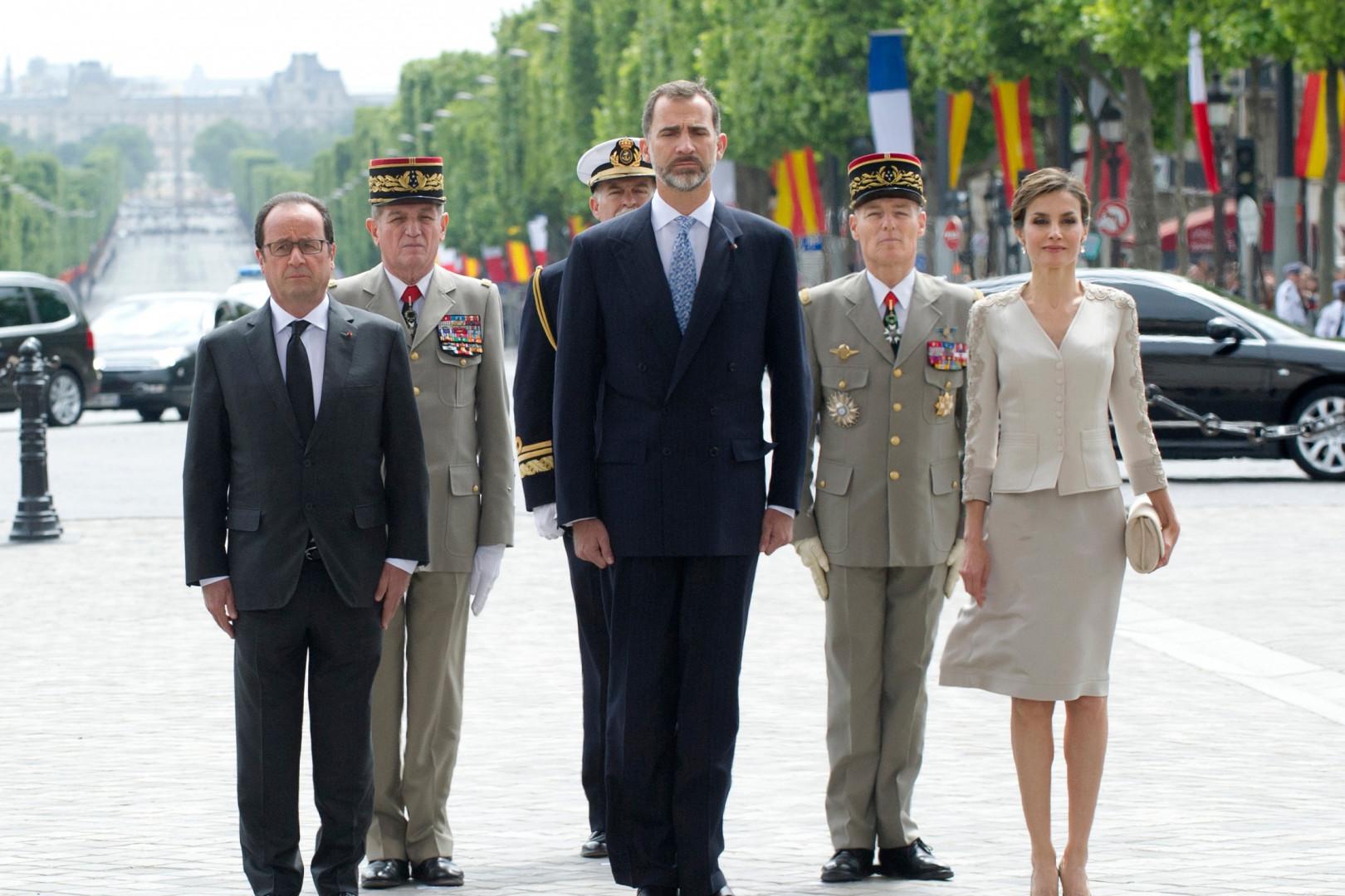 Letizia et Felipe d'Espagne avec François Hollande sur les Champs-Elysées