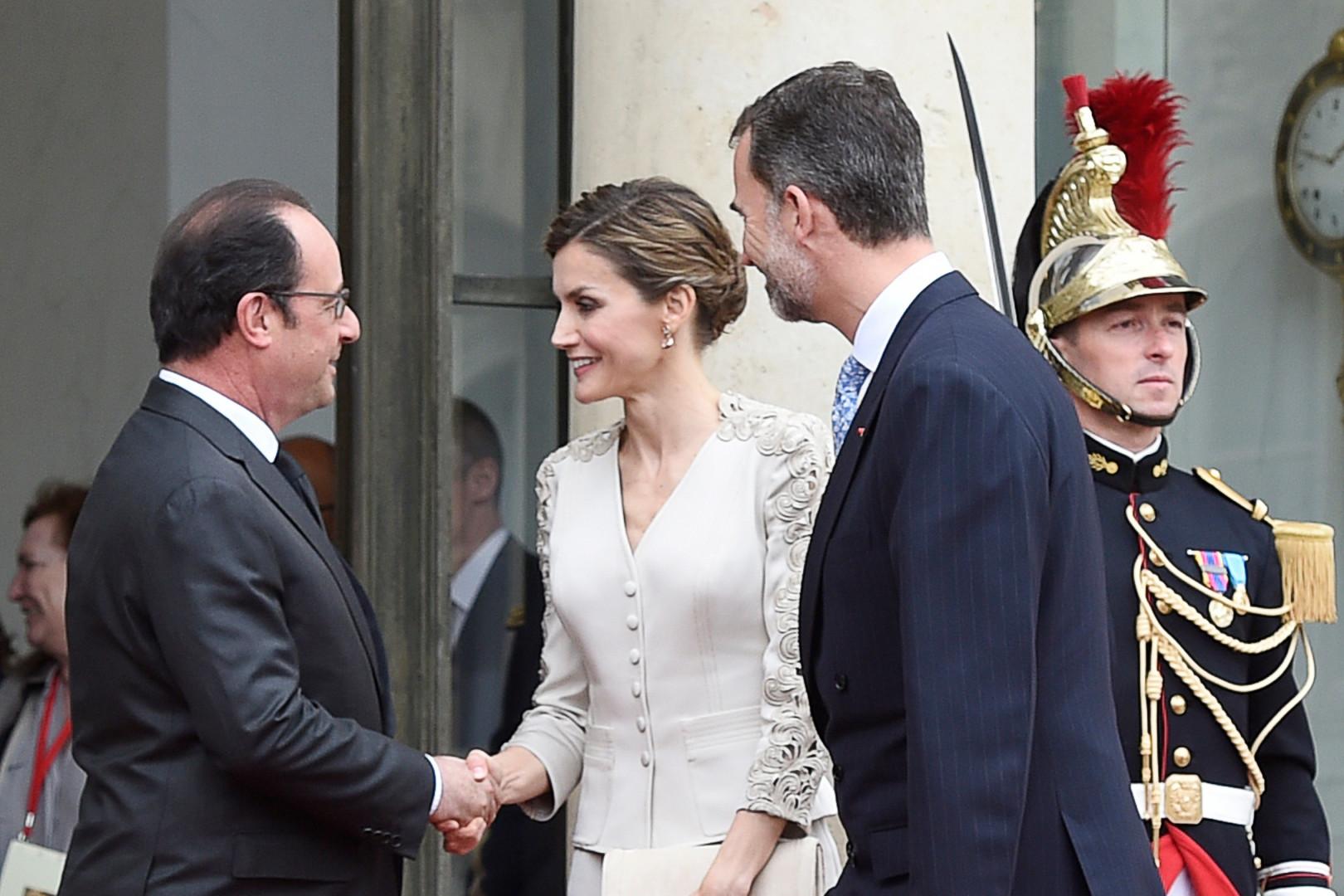 François Hollande accueille Letizia et Felipe d'Espagne sur le perron de l'Elysée