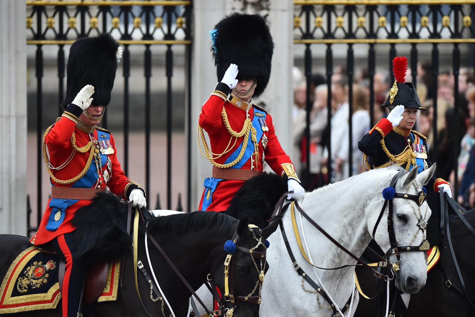 Les princes Charles et William lors de l'anniversaire de la reine d'Angleterre