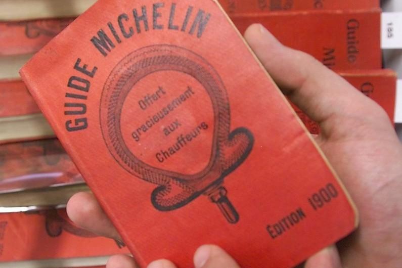Un exemplaire du premier guide Michelin daté de 1900