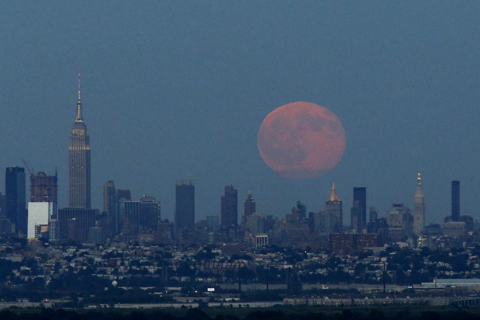 """À New York, la """"lune bleue"""" était orange"""