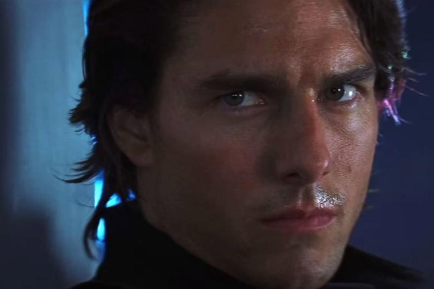 """En 2000 dans """"Mission Impossible II"""", Tom Cruise opte pour la nuque longue"""