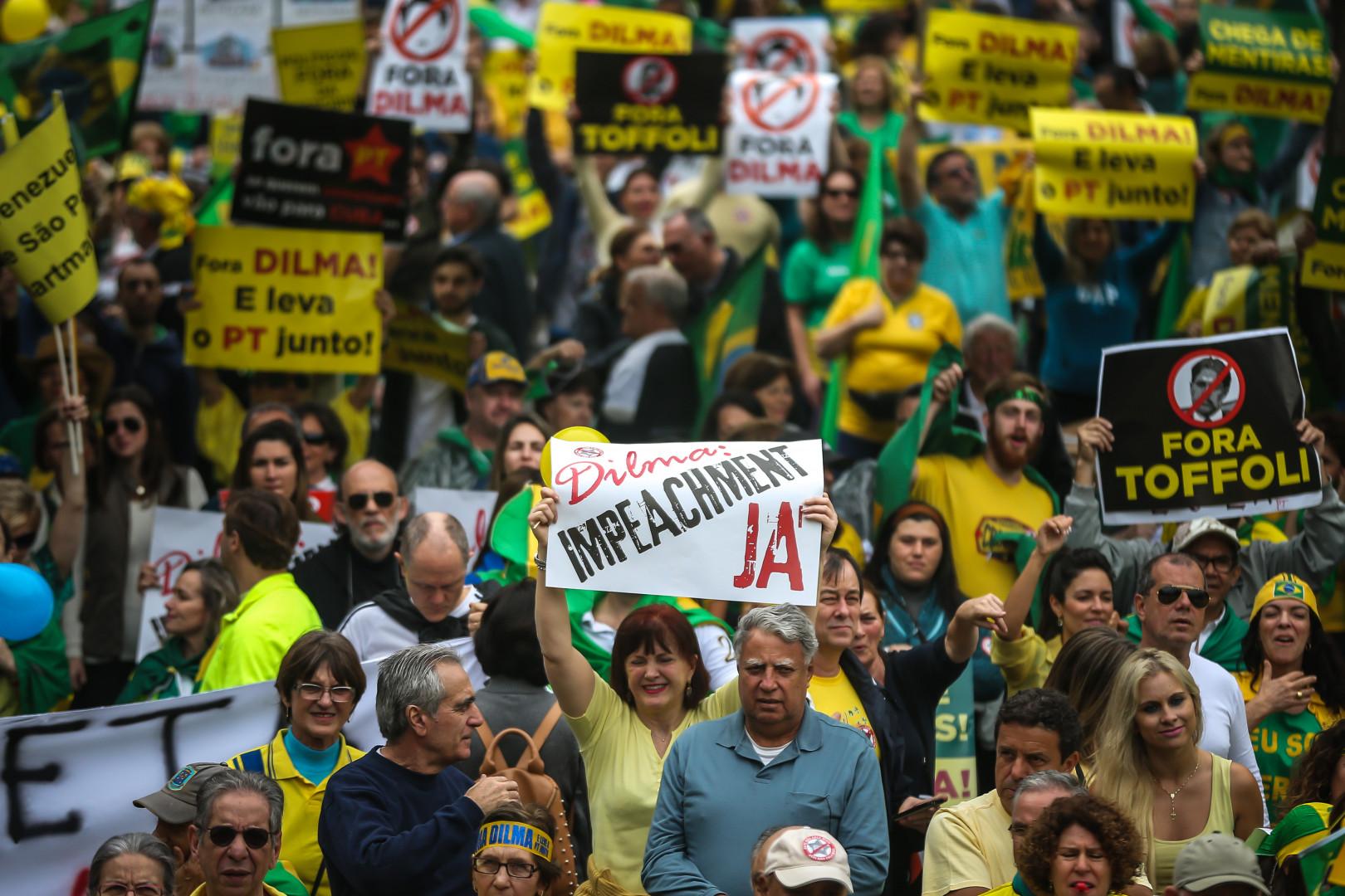 Près de 900.000 Brésiliens ont manifesté dans les villes brésiliennes, selon les estimations de la police
