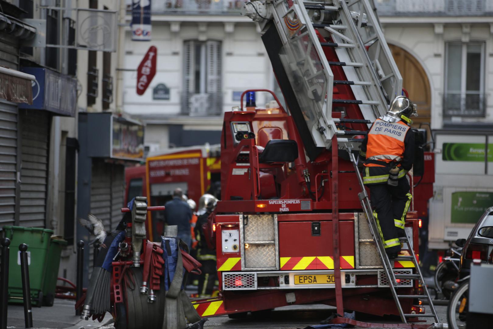 Les pompiers sont intervenus dans un immeuble parisien en proie aux flammes, mercredi 2 septembre