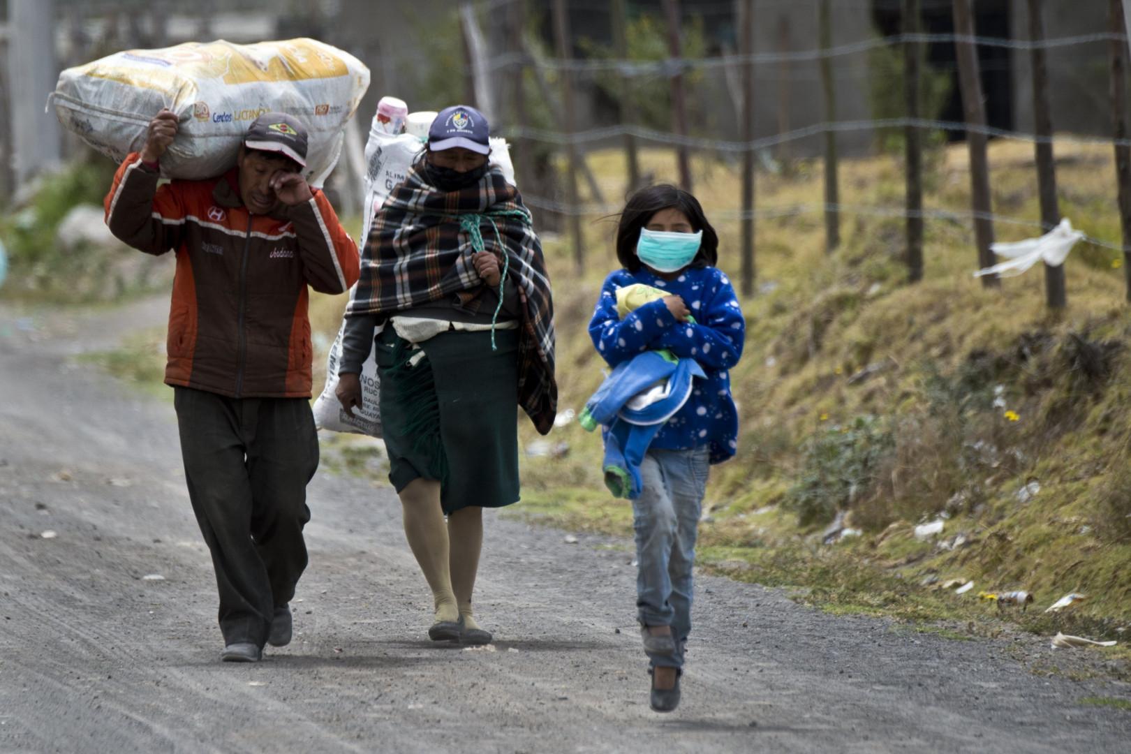 Sur les recommandations du gouvernement, certains habitants ont commencé l'évacuation de la zone