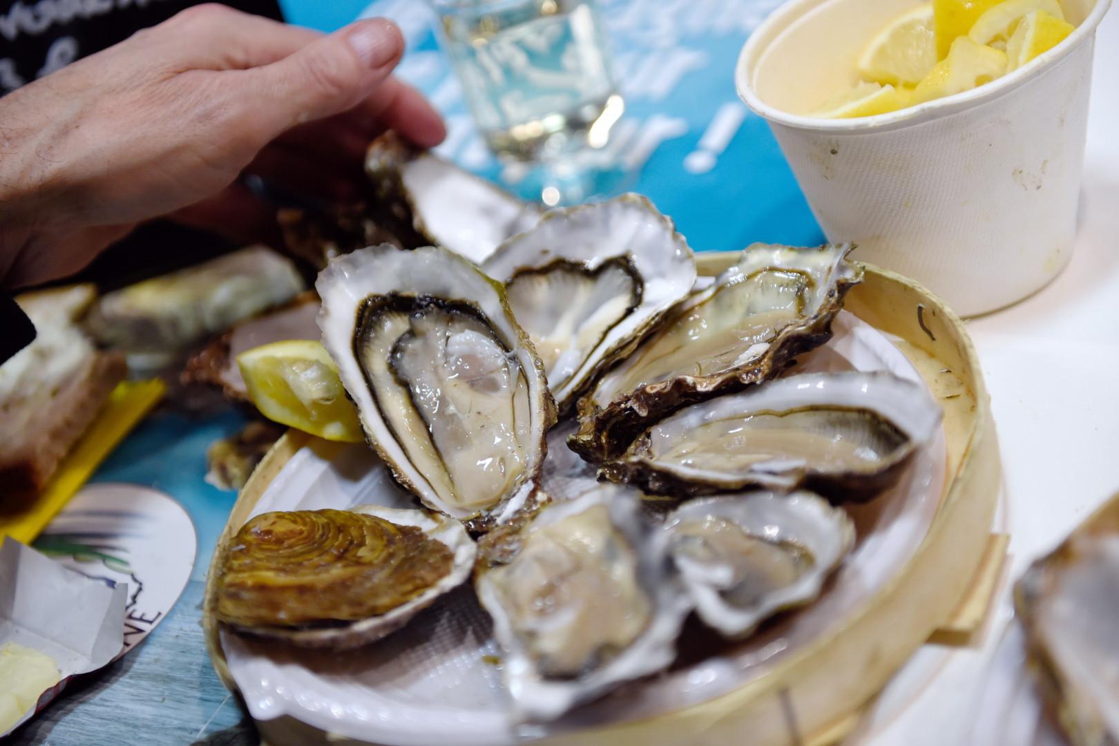 Une assiette d'huîtres (illustration).