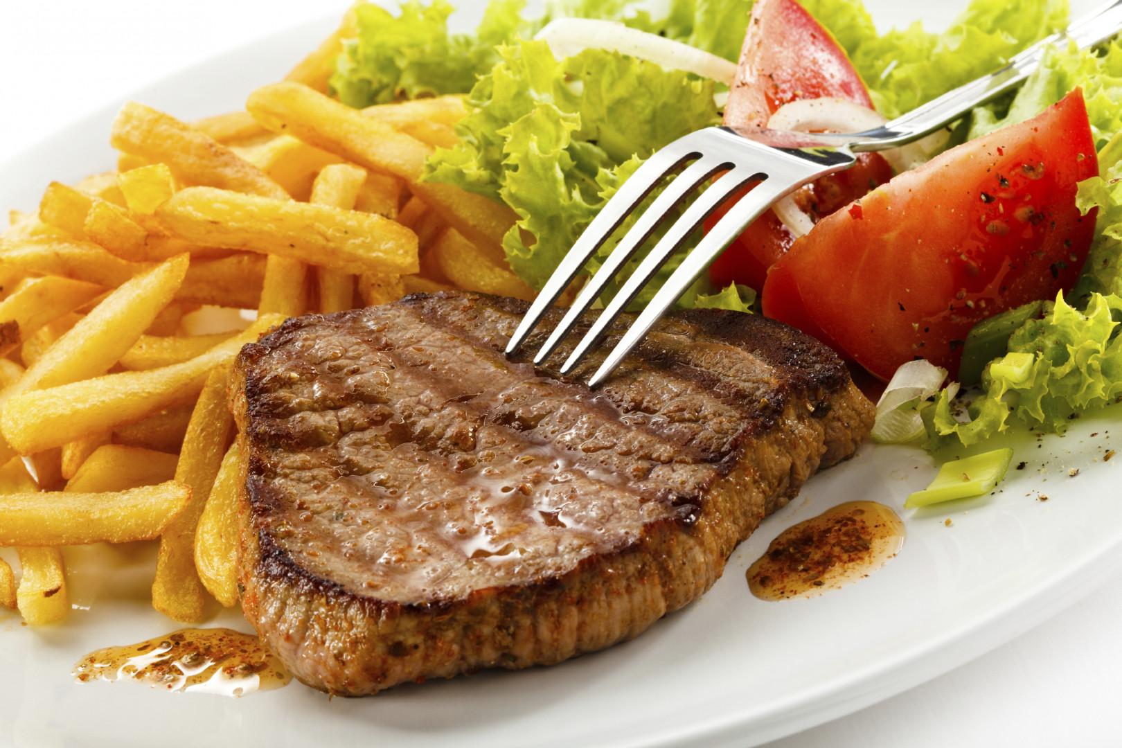 Un steak avec des frites est 2e ex-aequo du classement des plats préférés des Français (illustration)