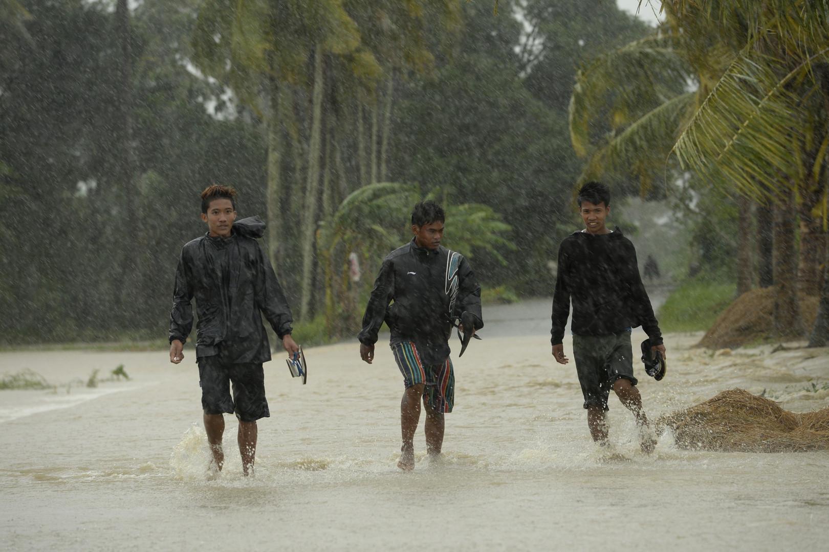 Des habitants d'Inongan le 18 octobre 2015.