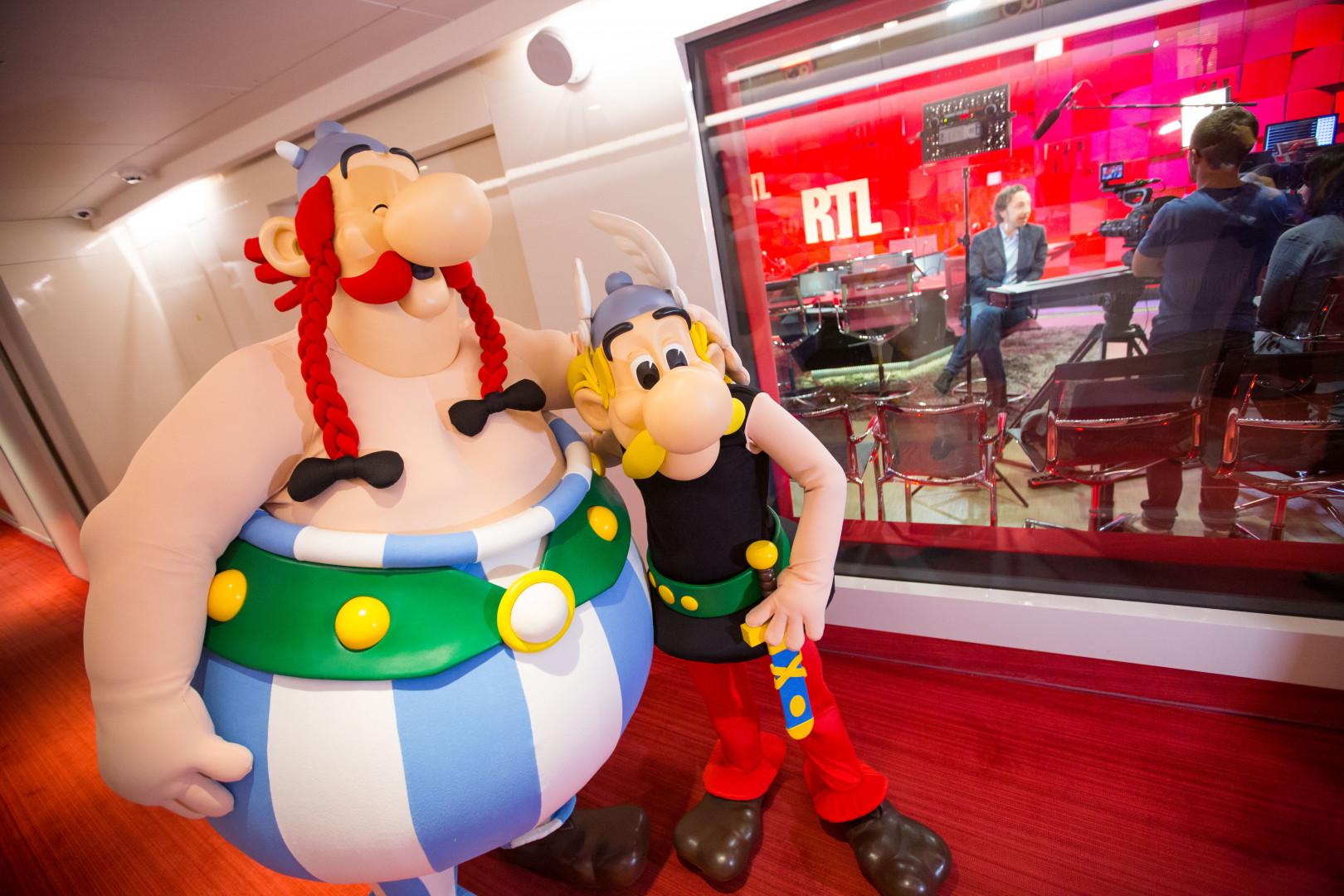 Astérix et Obélix à leur arrivée dans les studios de RTL