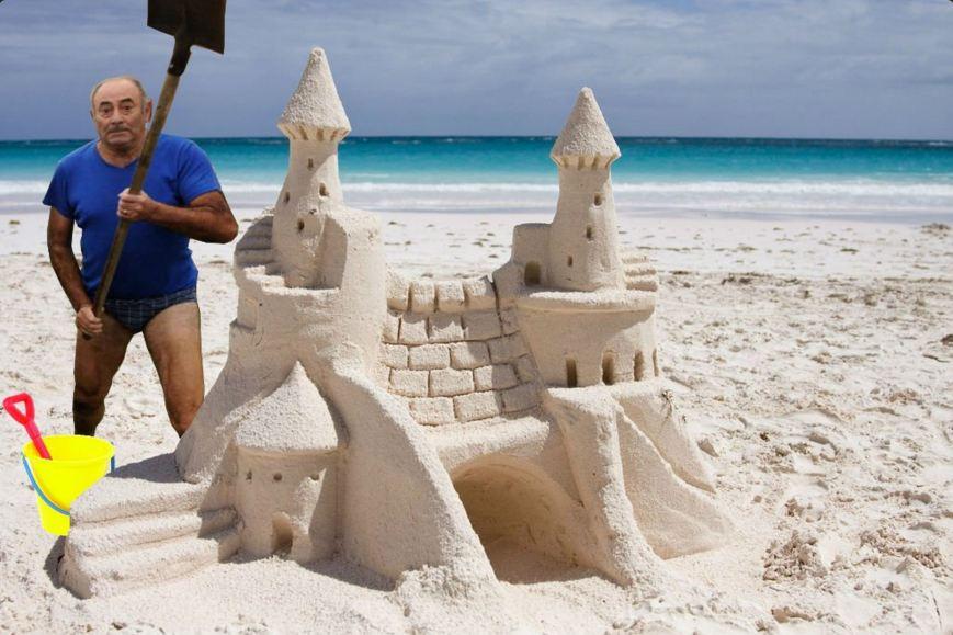 En mode construction d'un château de sable géant