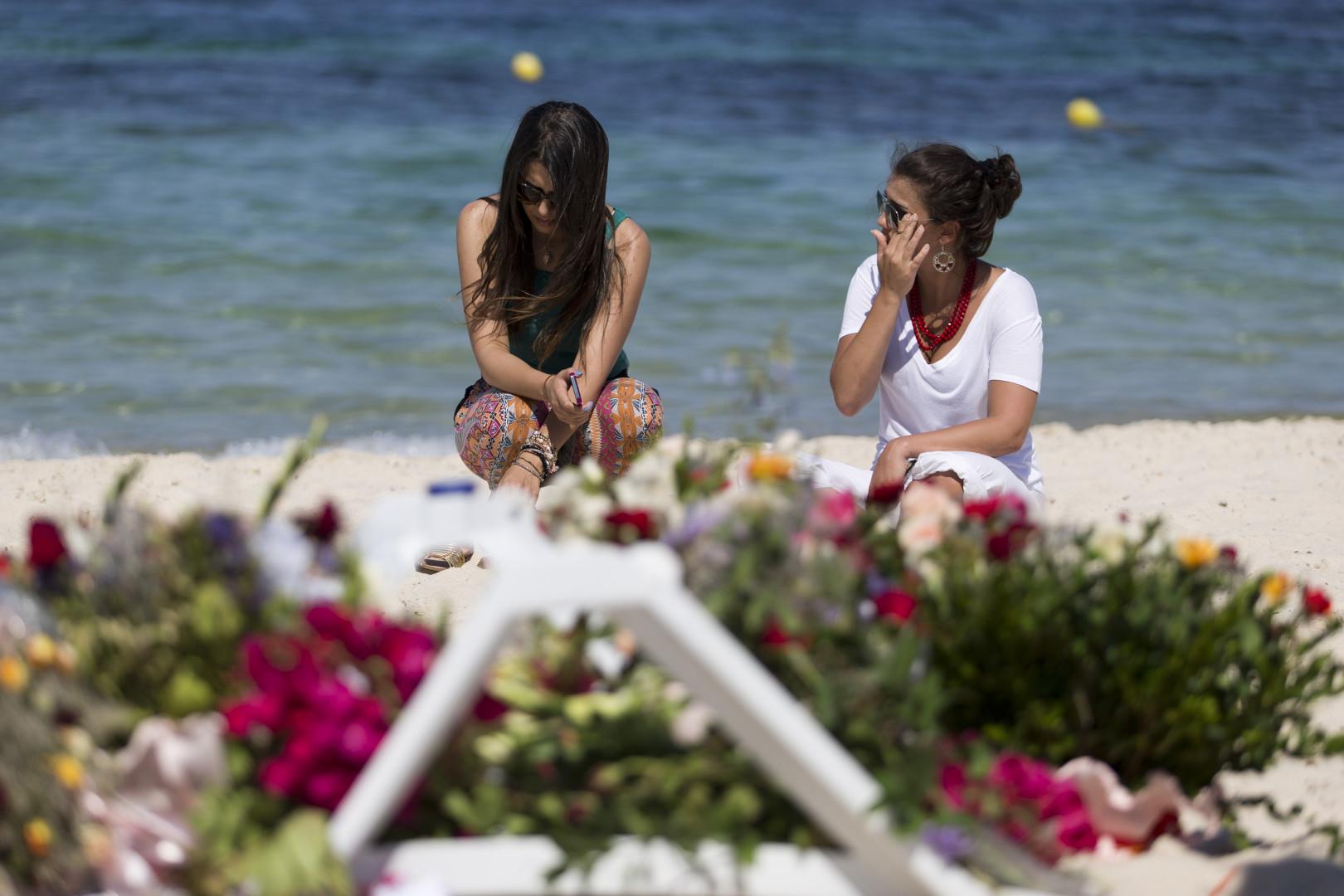 Moment de recueillement le 28 juin à Sousse après l'attaque terroriste