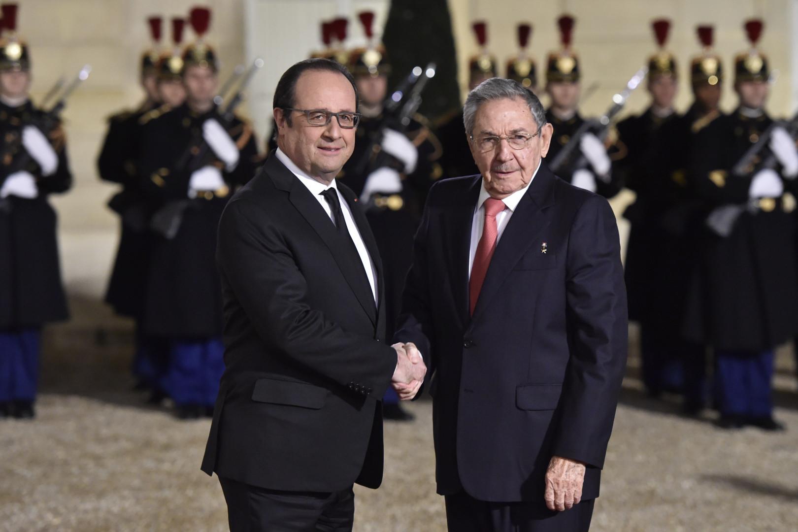 François Hollande et le président cubain Raul Castro, à l'Élysée le 1er février 2016