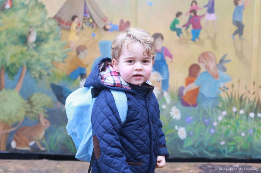 Le prince George lors de son premier jour à la crèche prise par Kate Middleton, le 6 janvier 2016