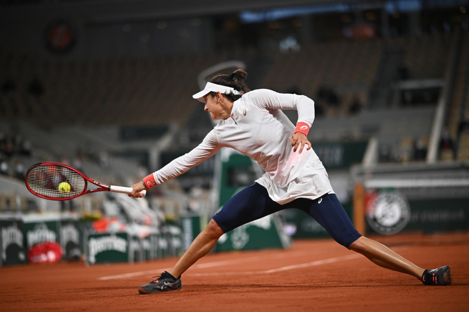 27 septembre : Roland-Garros débute dans le froid, avec des tenues chaudes, comme pour Caroline Garcia