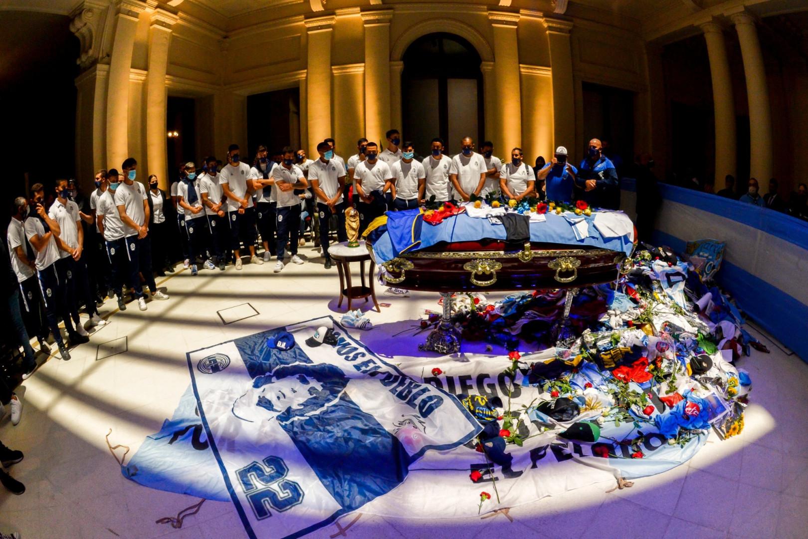 26 novembre : l'Argentine pleure Diego Maradona, décédé la veille à 60 ans
