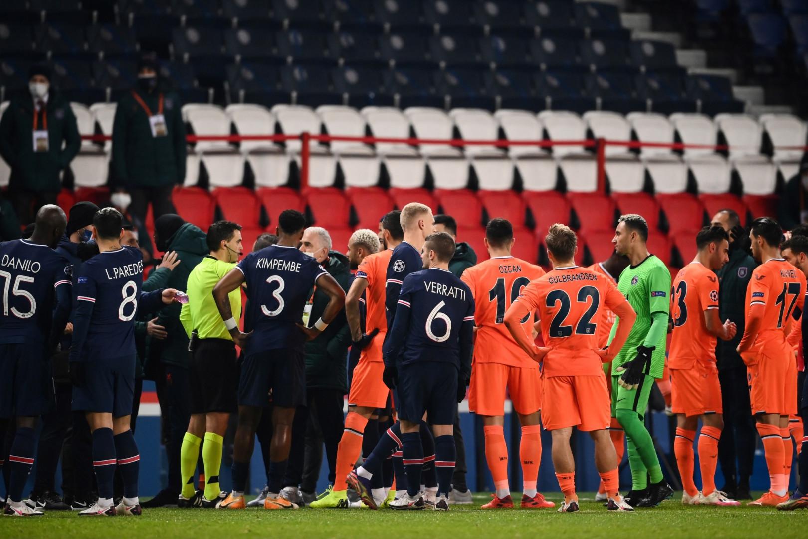 8 décembre : le PSG et Basaksehir décident d'interrompre leur rencontre de Ligue des champions