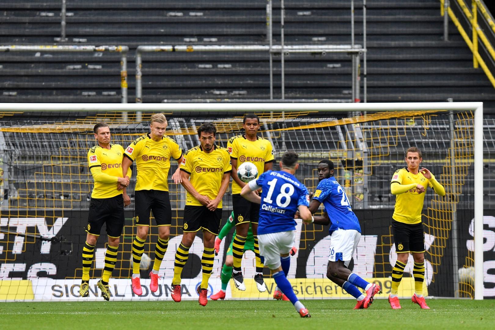 16 mai : le football reprend en Allemagne. Suivront l'Angleterre, l'Espagne et l'Italie